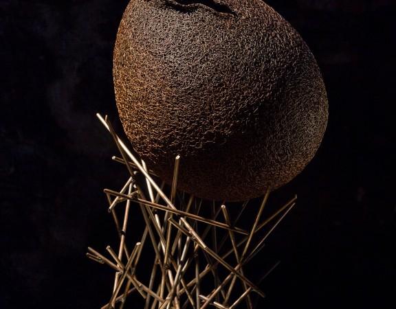 117-mattia-trotta-artista-scultore-opere-in-filo-metallico-di ferro-Ovoid-Devoid-prigione-vuota