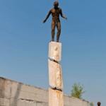 95-mattia-trotta-artista-sculture-filo-metallico-ferro-bronzo-alluminio-rame-casca-la-terra-borderline