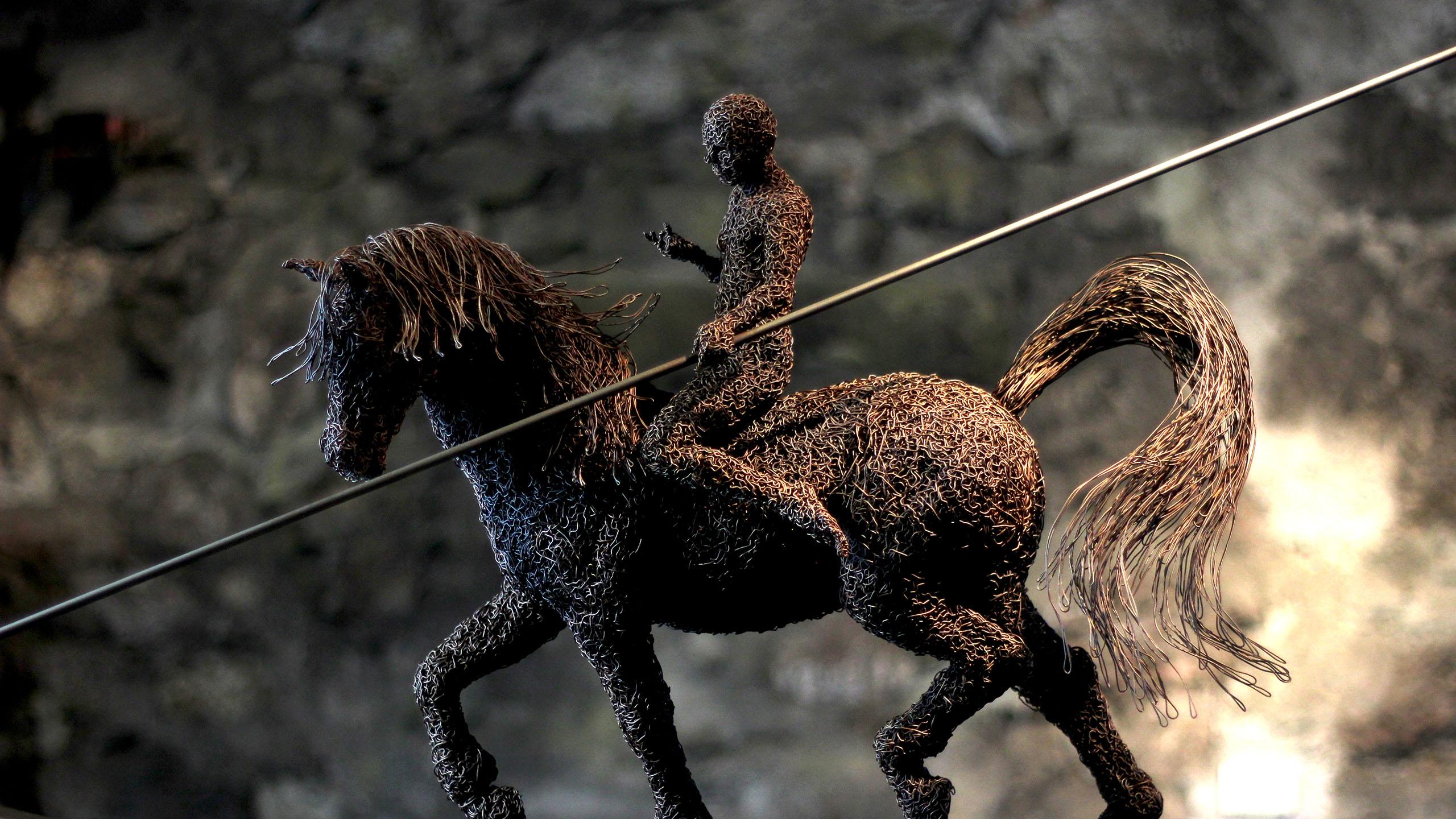 mattia-trotta-artista-scultore-arte-sacra-sculture-su-commissione-in-filo-metallico-ferro-bronzo-acciaio-alluminio-