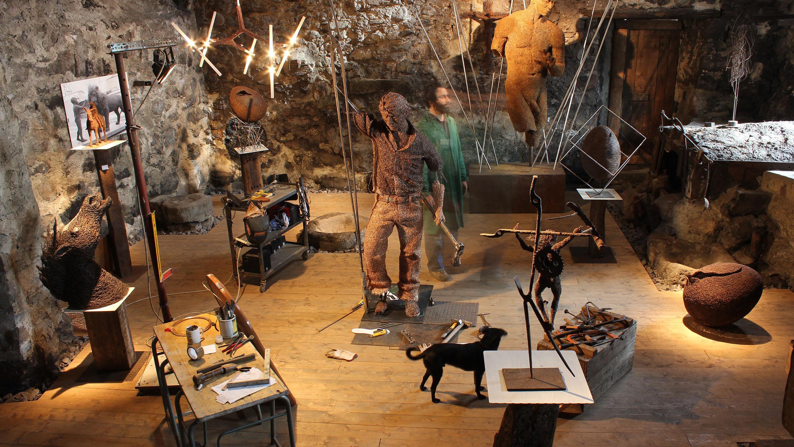 mattia-trotta-artista-scultore-arte-sacra-sculture-su-commissione-in-filo-metallico-ferro-bronzo-acciaio-alluminio-12
